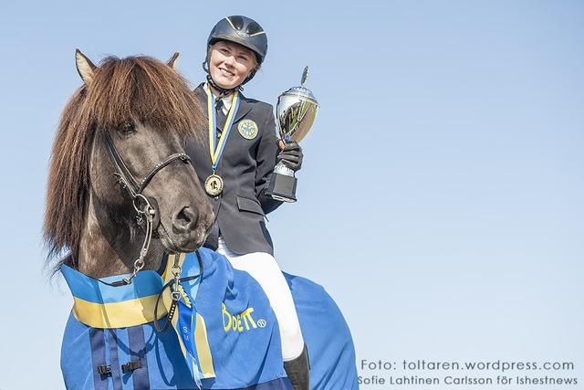 Filippa och Máni, Svenska Mästare i T1 Ungdom Foto: Sofia Lahtinen Carlsson/www.toltaren.wordpress.com