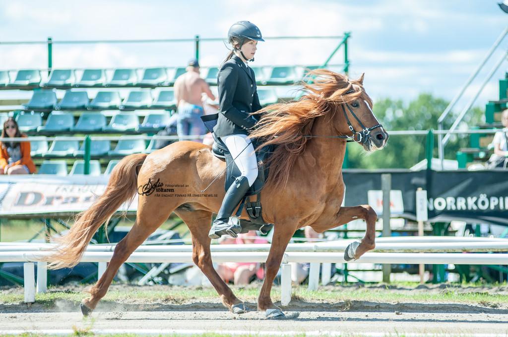 Emelie och Kyndill / foto: Sofie Lahtinen Carlsson www.toltaren.wordpress.com