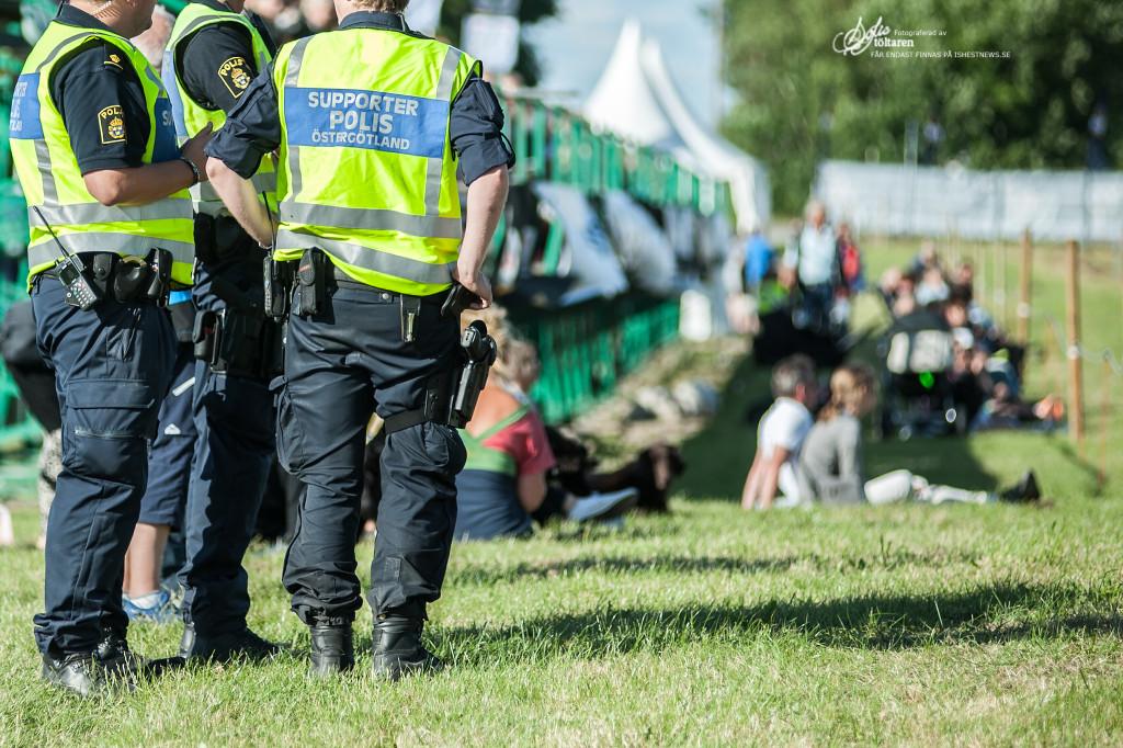 Nöjda supporterpoliser / foto: Sofie Lahtinen Carlsson www.toltaren.wordpress.com