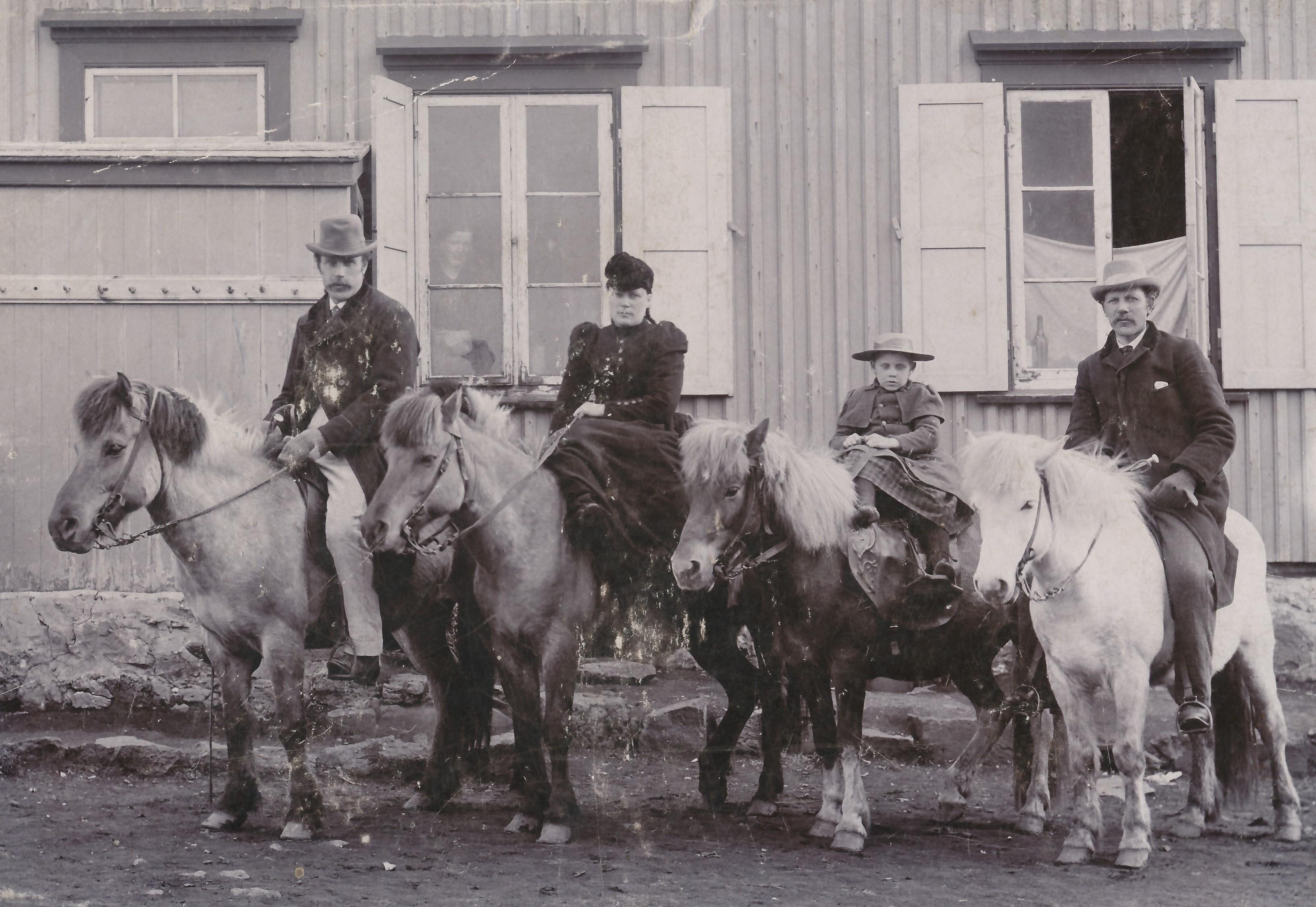 Transportmedel för hela familjen Foto från Héraðsskjalasafn AusturHúnavatnssýslu