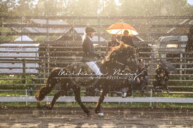 Josefin och Thór får demonstrera vädret. De ligger 2:a inför A-finalen. Foto: Michaela Bång