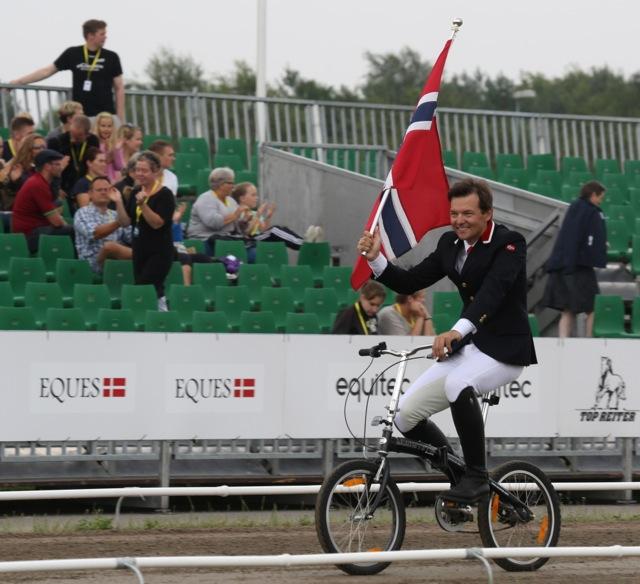 Då får man cykla Foto: Yvonne Benzian/ishestnews.se