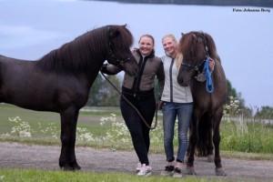 Systrarna Helltén med sina nya stjärnor Foto: Johanna Berg
