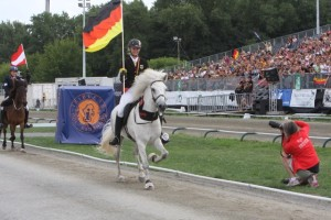 Världsmästartiteln och andraplatsen till Tyskland. Foto: Karin Cedermna/Ishestnews