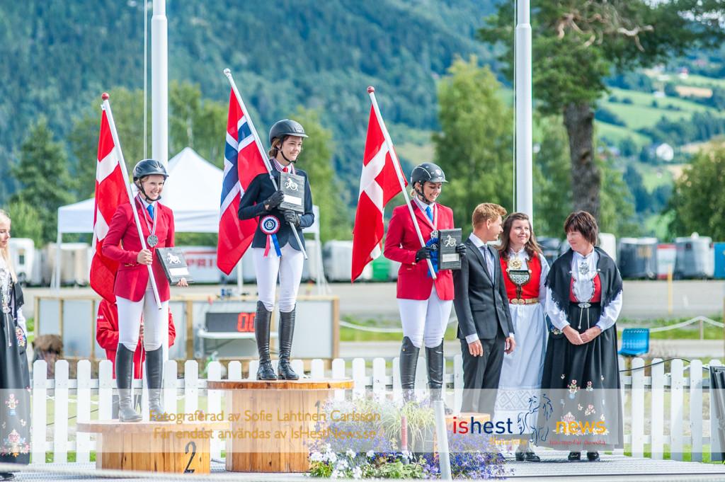 Lona Sneve i mitten samt Marie-Louise Skjønnemand (DK) t h och Caoline Storch (DK) t v.
