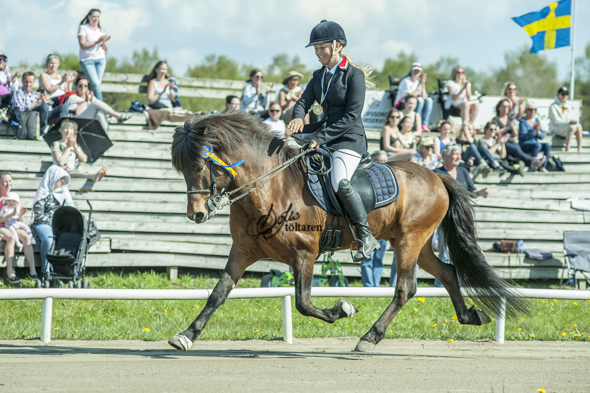 Vinnarna av fyrgången V1, Helena Kroghen Adalsteinsson och Kavaler fra Kleiva Foto: Sofie Lahtinen Carlsson