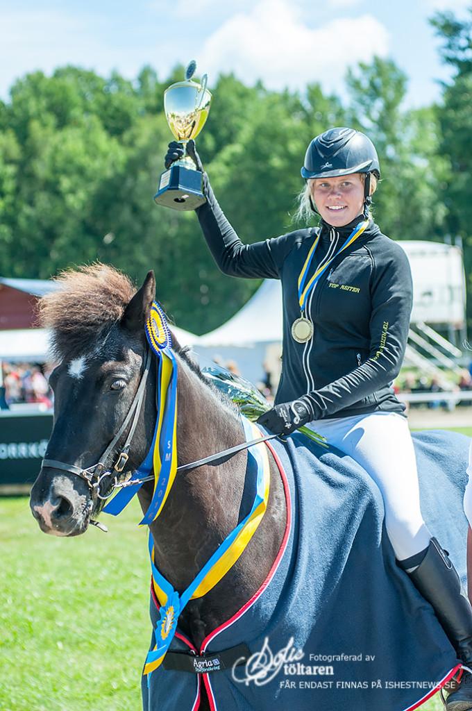 Freja Arnasson Lindström  - Vinnare av Femgångskombination för Juniorer / foto: Sofie Lahtinen Carlsson, www.toltaren.wordpress.com