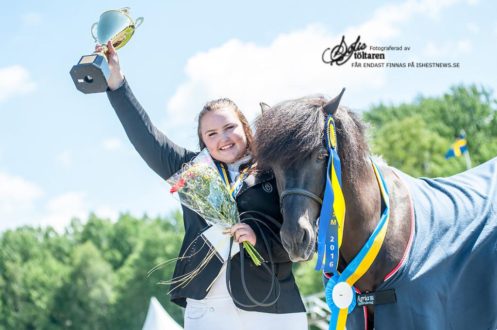 Olivia Helltén och Krókur - Vinnare av Femgångskombination YR / foto: Sofie Lahtinen Carlsson, www.toltaren.wordpress.com