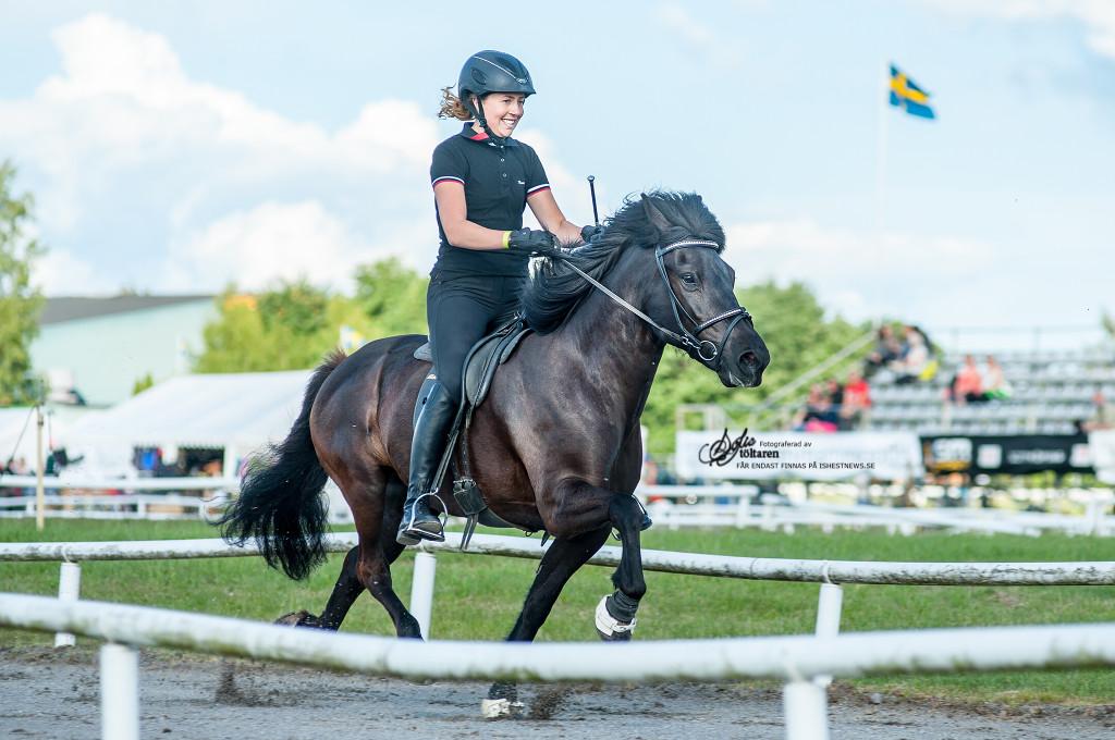 Vinnarna av YR-klassen, Hannah och Vespa / foto: Sofie Lahtinen Carlsson, www.toltaren.wordpress.com