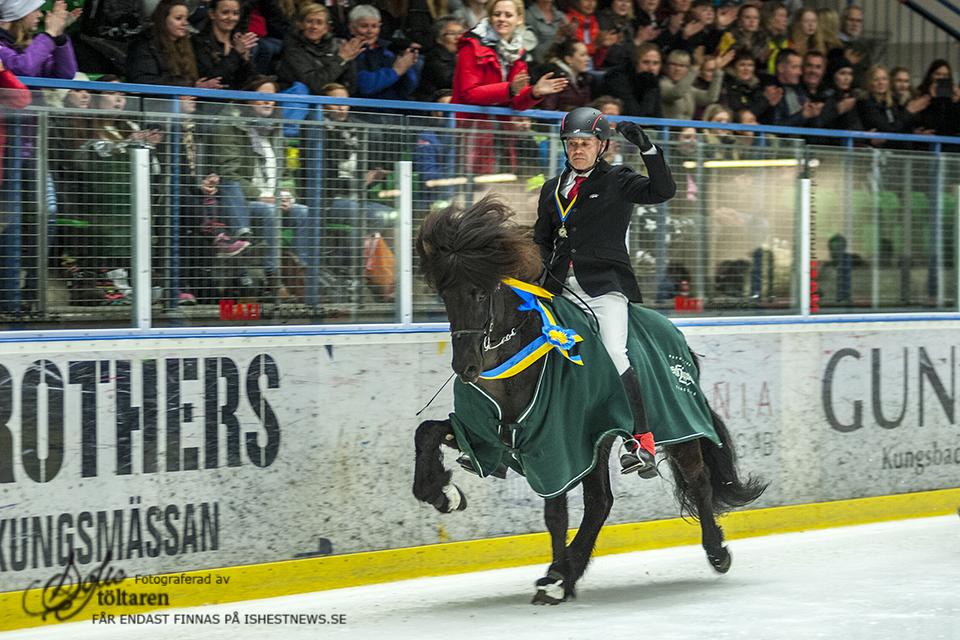 Segertäcket på! Foto: Sofie Lahtinen Carlsson/www.toltaren.wordpress.com