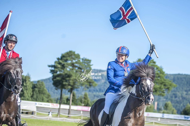 Delad bronsplats! Olil Amble och Álfinnur samt Rasmus Møller Jensen med Farsaell Foto: Sofie Lahtinen Carlsson