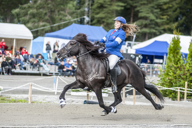 Fullt ös! Ásdis och kkjjkjkkj rider för vinst iB-finalen Foto: Sofie Lahtinen Carlsson