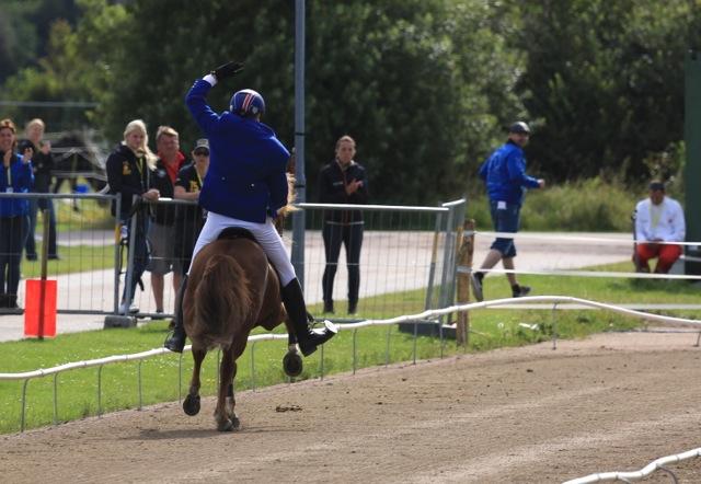 Där satt den! Glodafeykir och Daniel Jónsson efter en lyckad passläggning Foto: Ishestnews.se
