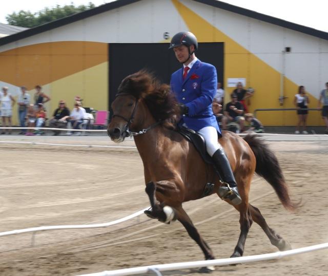 Full fart till toppen, Spakur och Gummi Björgvinsson. Foto: Yvonne Benzian/ishestnews.se