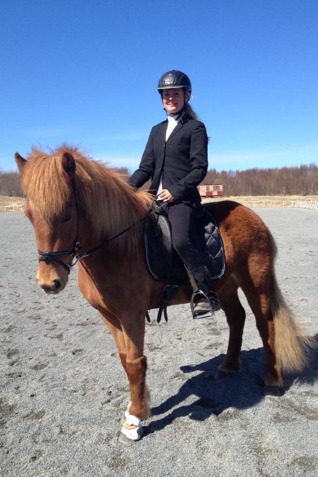Julia Ling till häst