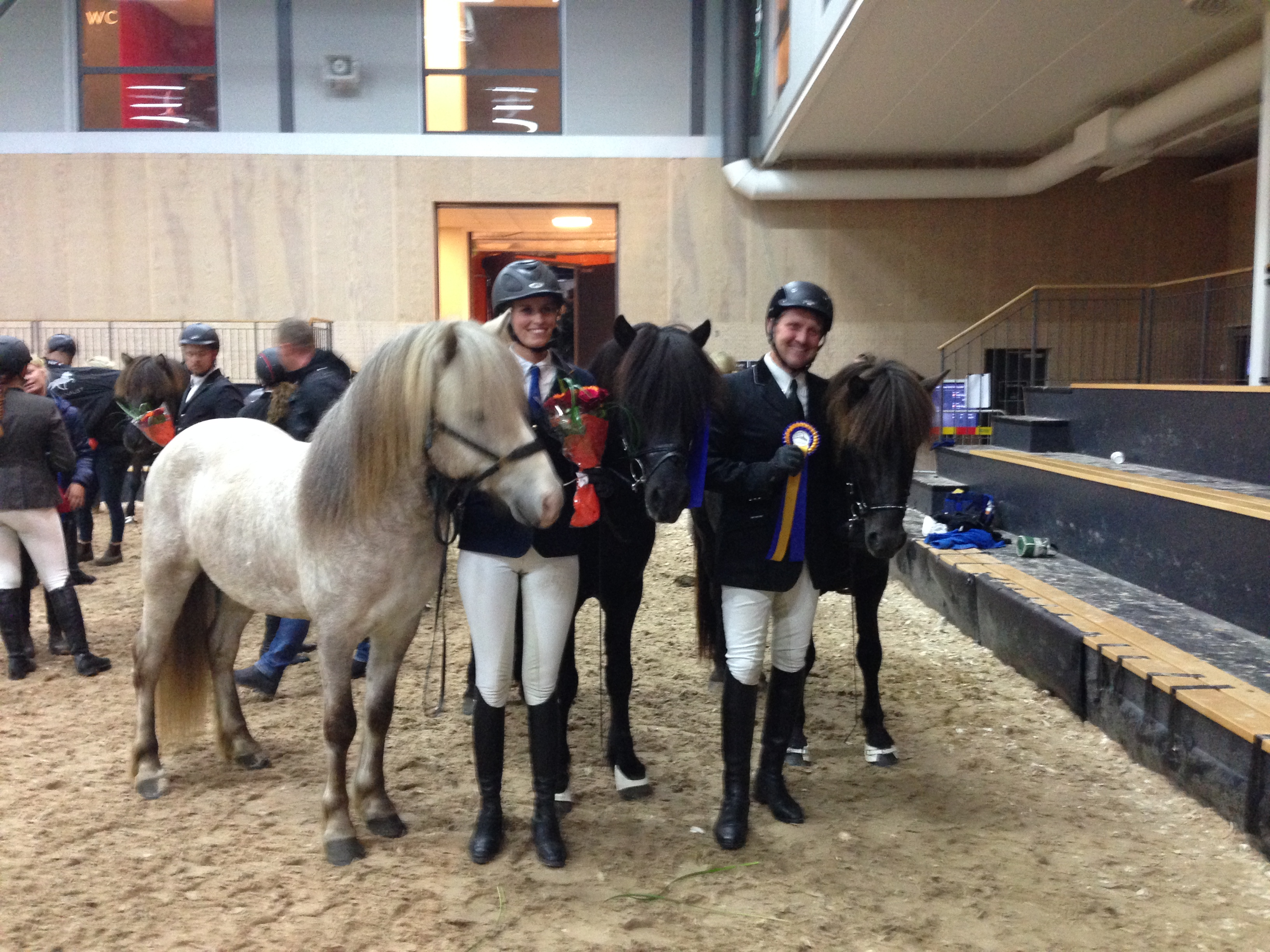 Magnús med Hraunar och Josefin med Simon, vinnare och tvåa i femgång. Foto: Yvonne Liljeroos