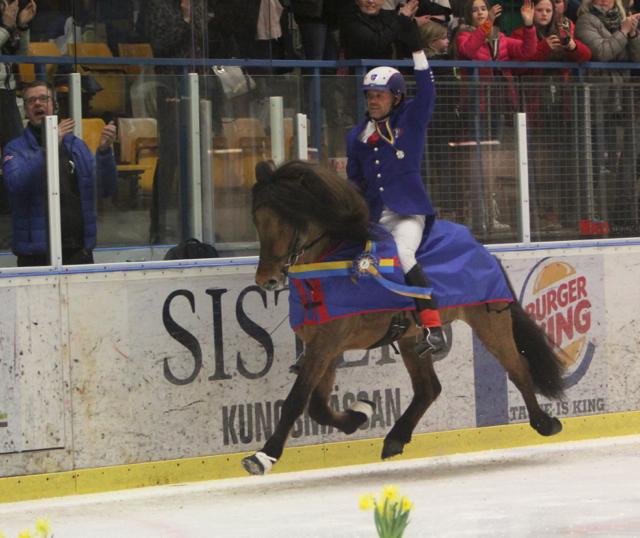 Segertäcket på! Foto: Ishestnews.se