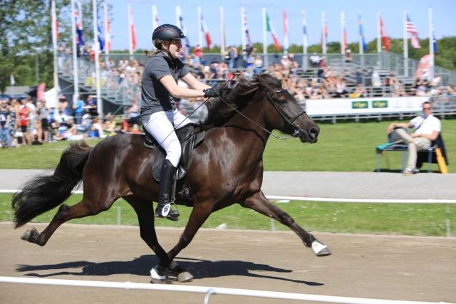 Lara Balz på svenskfödda Trú från Sundäng Foto: Ishestnews.se