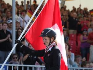 Glad Världsmästarinna i 5-gång Young Rider. Foto: Yvonne Benzian/Ishestnews