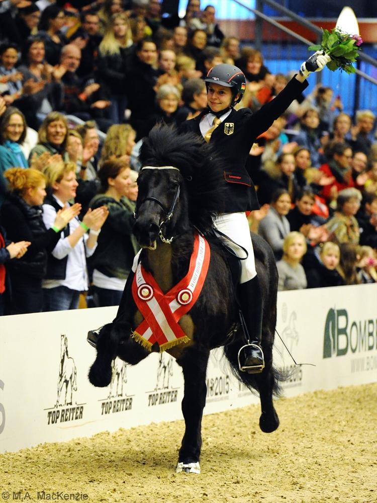 MCK9216 Óskadis and Frauke V1 Winner 220214