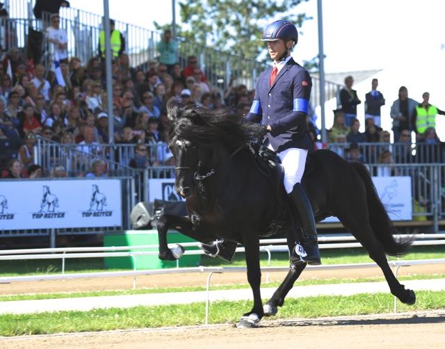 En silvermedaljör in action Foto: Ishestnews.se