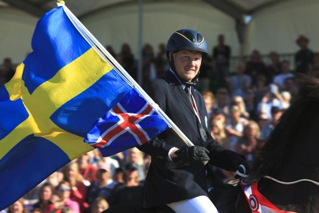 En glad Vignir! Världsmästare i T2! Foto: Ishestnews.se