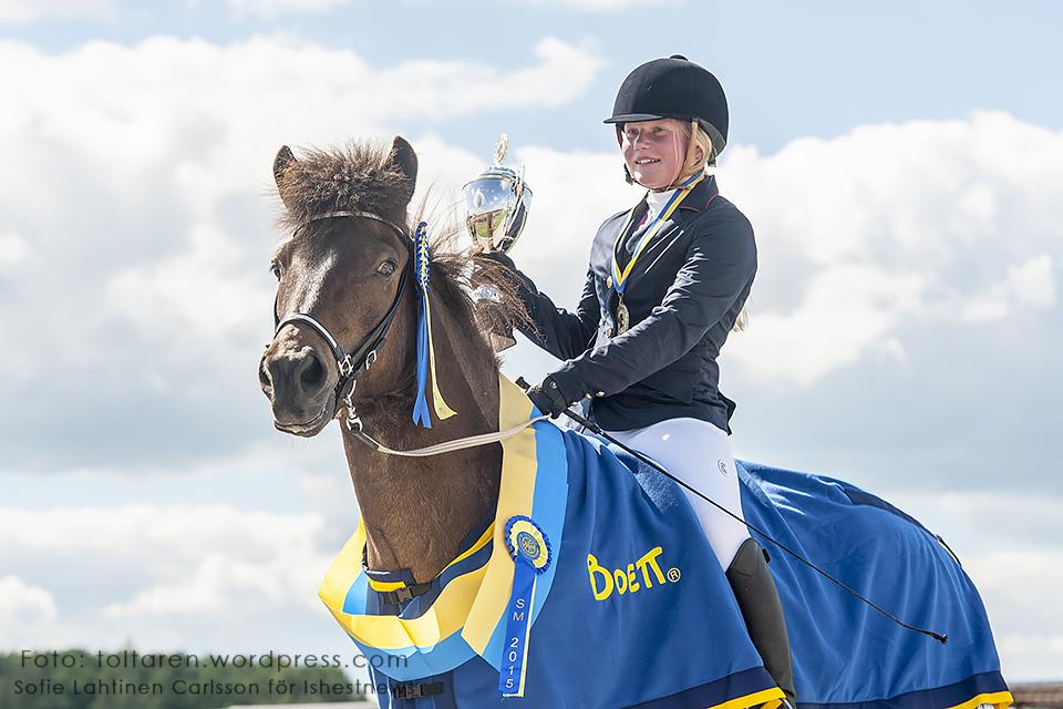 Agnes Hyllander och Robur från Ersnäs vann T2 Junior med 5.38